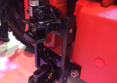Snelverstelbare trekhaak met automaat aankoppeling en kipperknobbel onderin
